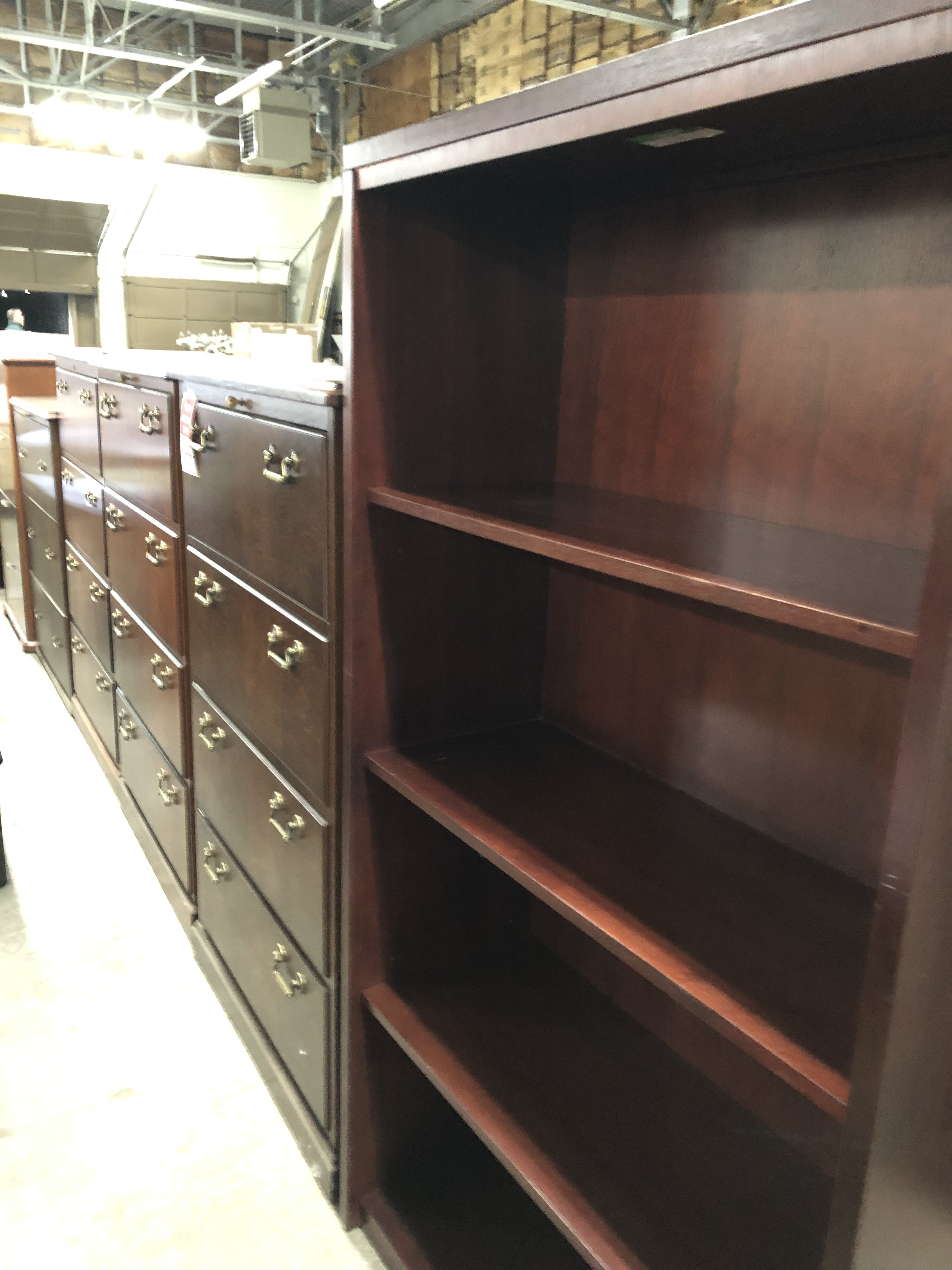 Pre-owned-Traditional Wood Book Case & Traditional Wood 4DR