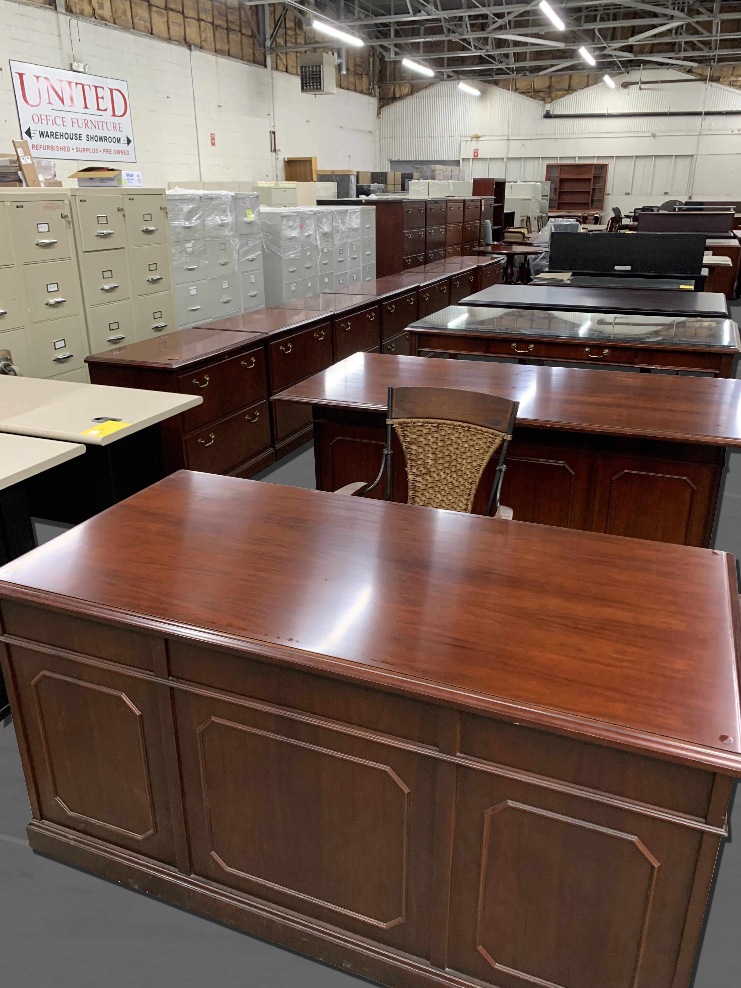 traditional desk – United Office Furniture